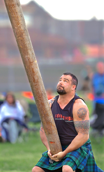 Warfist: The Members: Pictures! - Page 5 Braden%20Caber%20Toss